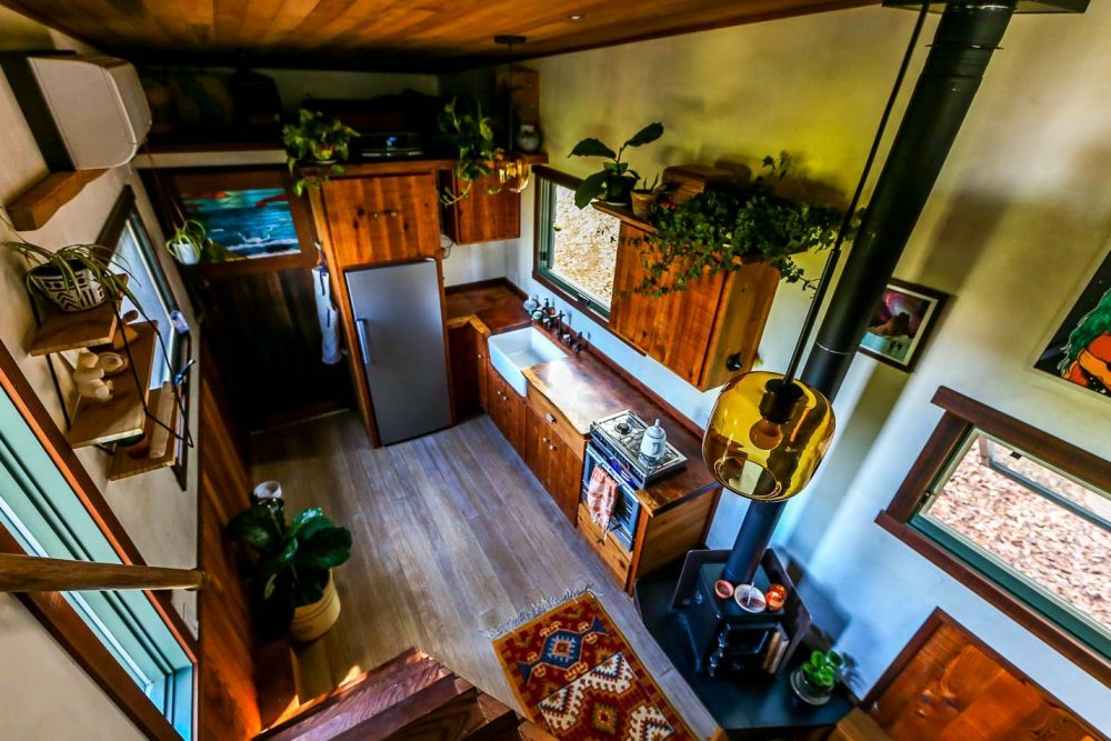 TINY-HOUSE-BUILT-USING-RECYCLED-MATERIALS-2_.jpg